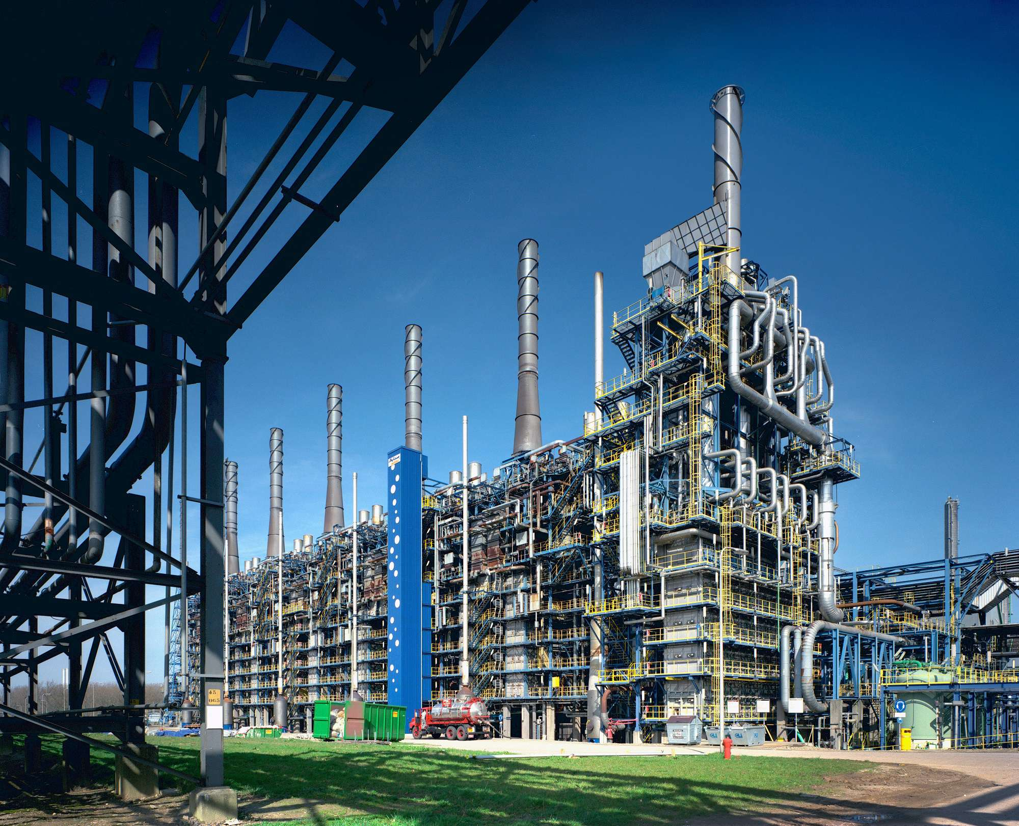 Naphtha cracker links petrochemicals with the agricultural and waste sectors