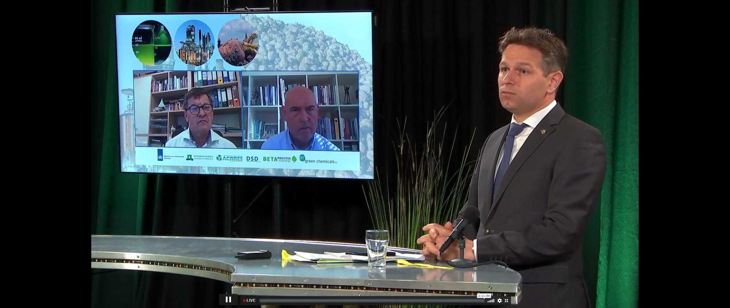 Jo-Annes de Bat in front of the screen showing Franc Bogovic (l) and Herman Wijffels (r)
